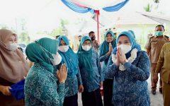 Lidyawati Cik Ujang Adakan Kunjungan Untuk Meningkatkan ODF di Desa Muara Temiang